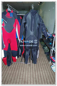 Surfing suit -102