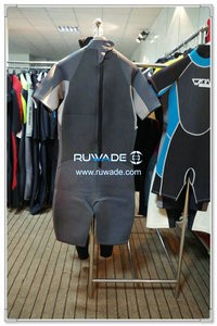 Shorty wetsuit with back zipper -071