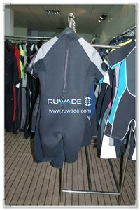 Shorty surfing wetsuit with back zipper -085